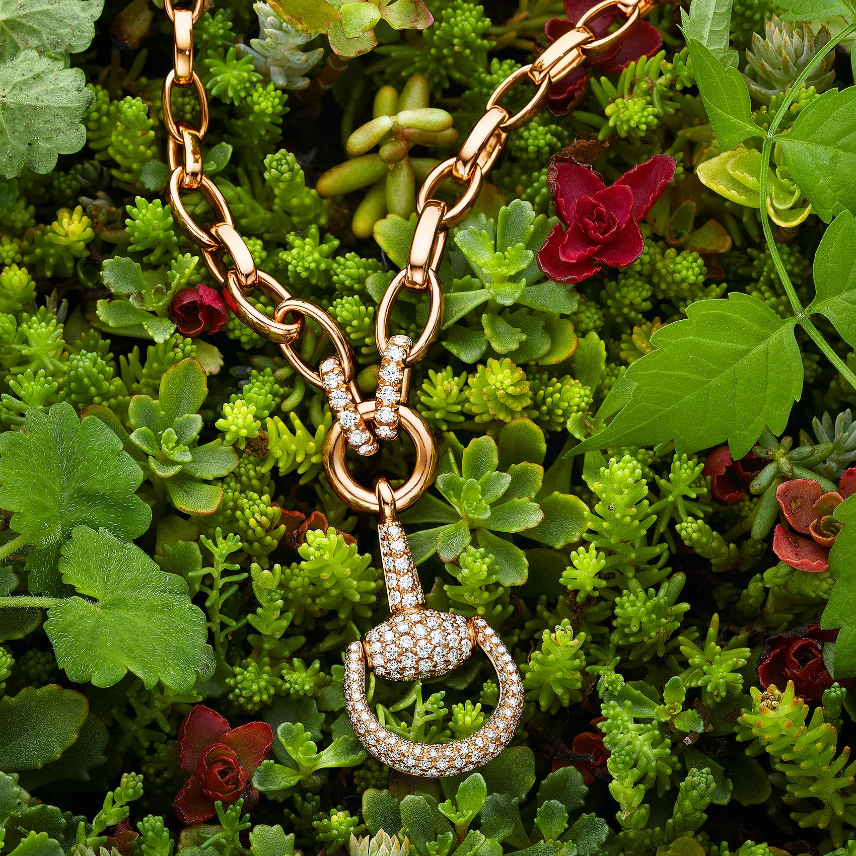 Pendant in Foliage